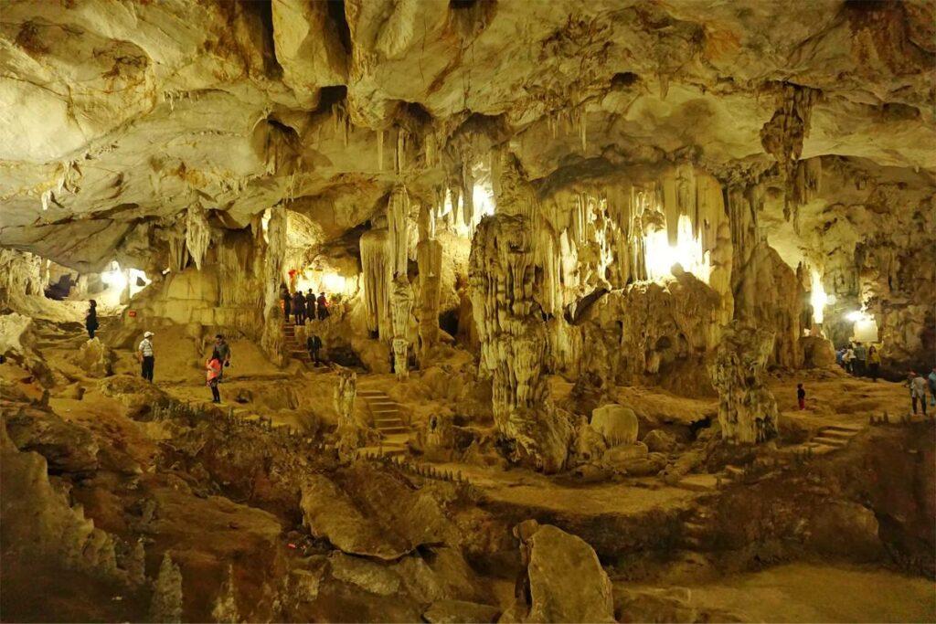 Bat Cave Moc Chau