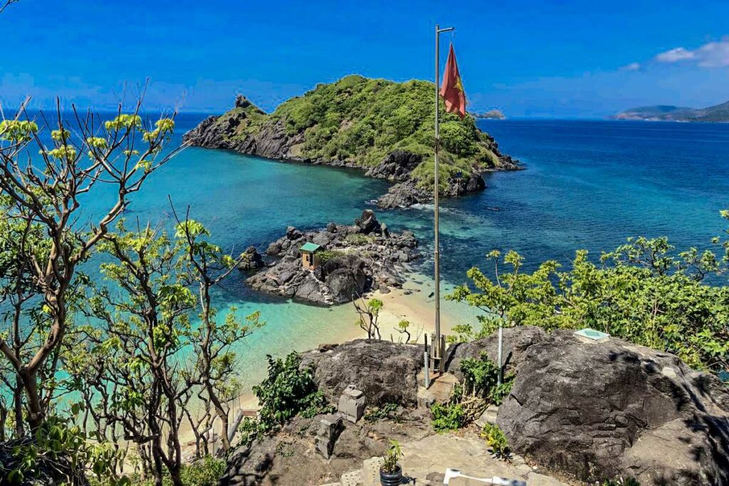 Con Dao island hopping